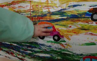 Disegnano le macchinine - Scuola Infanzia Villastanza